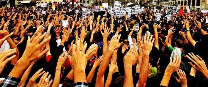 La arrogancia de los economistas y la nueva sociedad civil