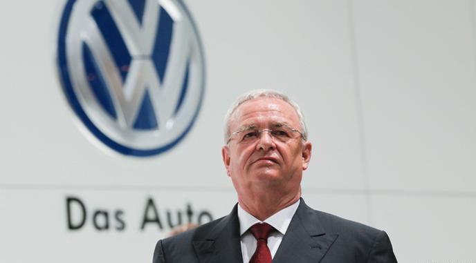 Escándalo de Volkswagen le cuesta el puesto al CEO de la automotora y Merkel llama a la