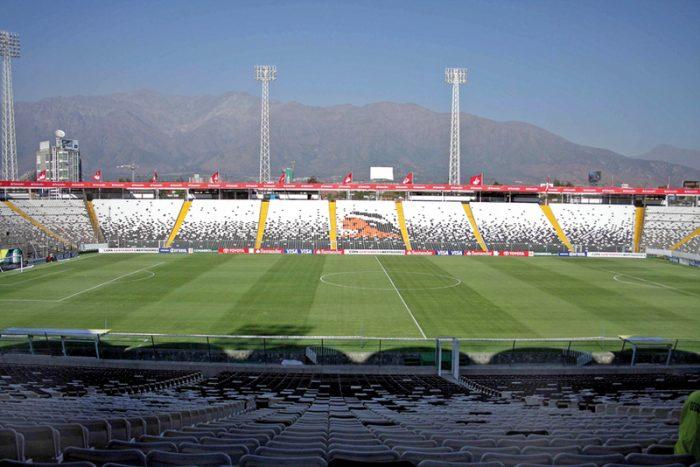 Nuevo balde de agua fría para Colo-Colo: Funcionario del club dio positivo al test de COVID-19
