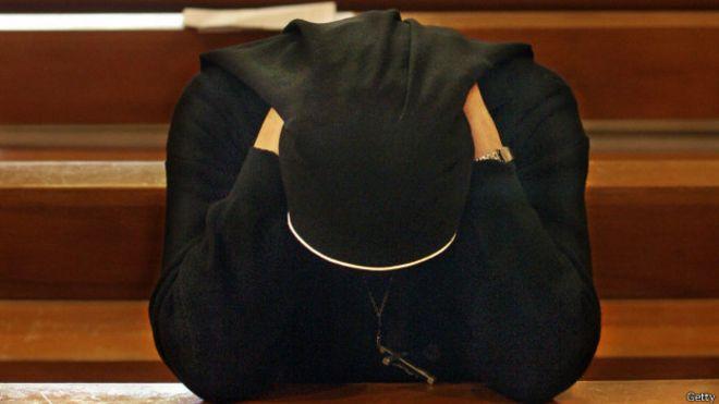 Para diciembre de 2014 el gobierno de Irlanda había recibido 16.626 denuncias de abusos sexuales en instituciones dirigidas por la iglesia católica.