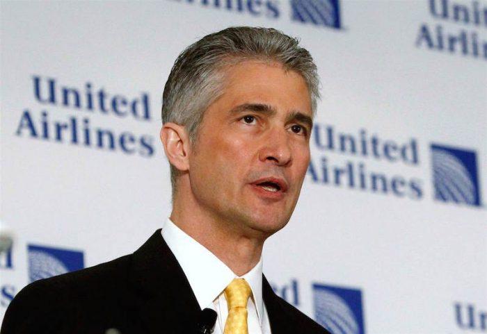 Trafico de influencias fuerza renuncia de CEO de United Airlines