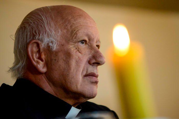 """Se posterga el cara a cara del cardenal Ezzati con la justicia: declaración quedó suspendida """"por ahora"""""""