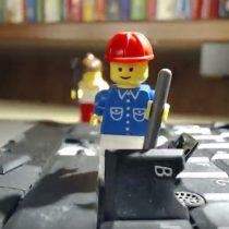 [Video] Legos malvados destruyen un Notebook