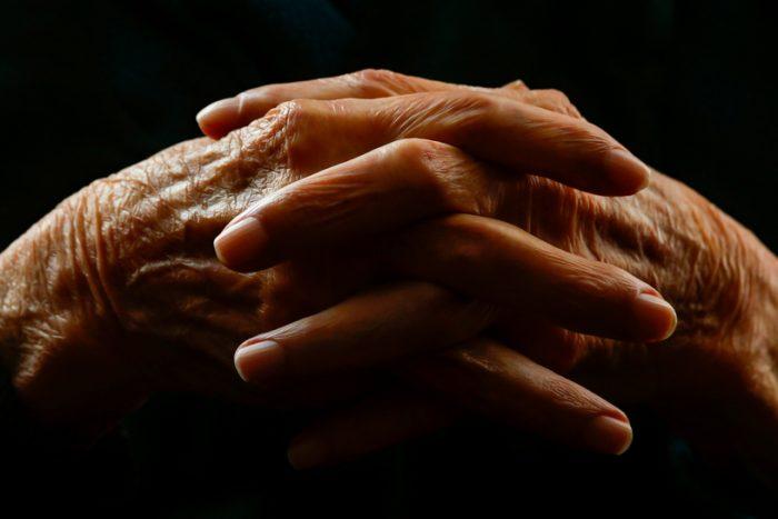 Mujeres jubiladas ganan menos del salario mínimo con más de 30 años cotizando
