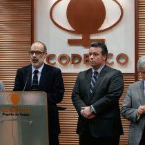 Aparecen diferencias entre Rodrigo Valdés y Óscar Landerretche acerca de cómo asegurar futuro de Codelco