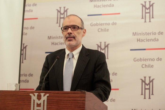 """Rodrigo Valdés y el complejo escenario económico con que llega al Chile Day: """"El shock de ingresos que enfrentamos es bastante grande"""""""