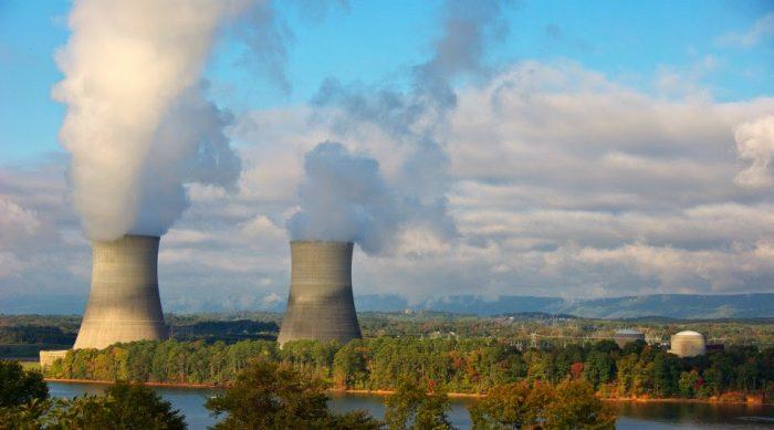Bolivia y Rusia firman convenio para impulsar proyecto de energía nuclear