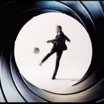 [Video] Andrés Iniesta imita a James Bond