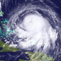 El poderoso huracán Joaquín golpea a Bahamas provocando inundaciones