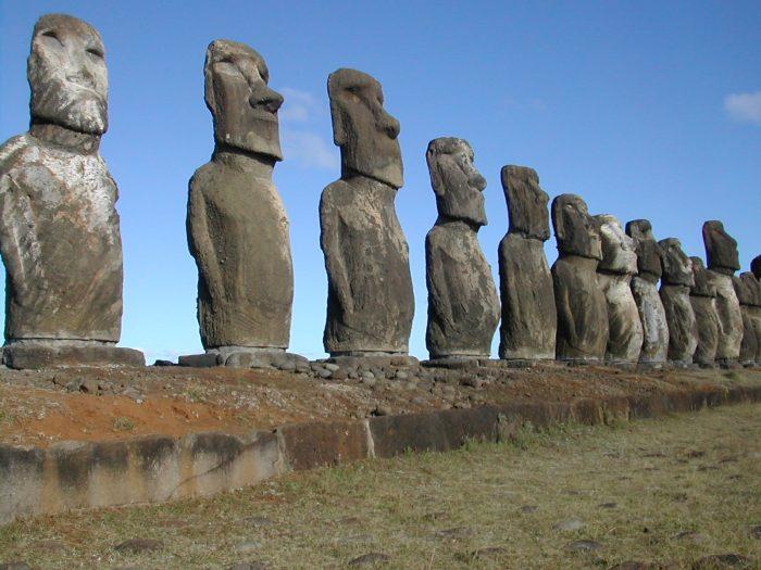 Isla de Pascua prepara protocolos de reapertura: contemplan límite de vuelos y turistas