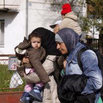 Miles de refugiados pasan la noche a la intemperie atrapados entre Serbia y Eslovenia