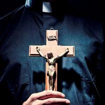 Restituyen a dos sacerdotes involucrados en el caso