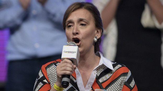 La nueva vicepresidenta de Argentina, Gabriela Michetti, tiene conocidas posturas conservadoras. Se desplaza en silla de ruedas a causa de un accidente que sufrió en 1994.