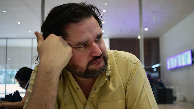 """""""No quería hacer un libro que lo linchara a Slim ni que tampoco lo glorificara"""", explica el autor Diego Enrique Osorno."""