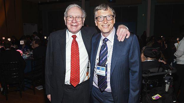Warren Buffett y Bill Gates, dos de los hombres más ricos del mundo que tiene una concepción de la filantropía diferente a la de Slim.