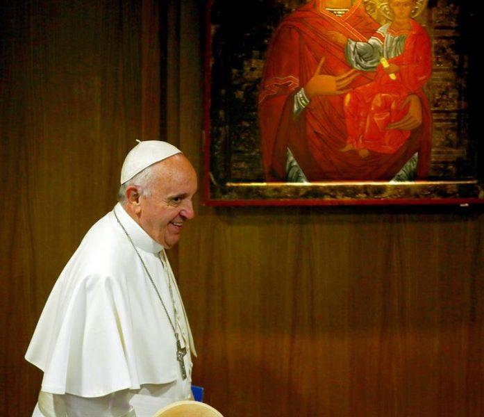 El Papa critica el apego al smartphone en ocasiones familiares: