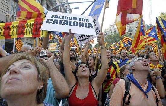 Crece tensión por independencia de Cataluña y Rajoy recurre al TC para anular resolución del Parlamento catalán