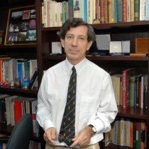 Ex representantes de la UC critican postura de la FEUC contra el profesor Gonzalo Rojas