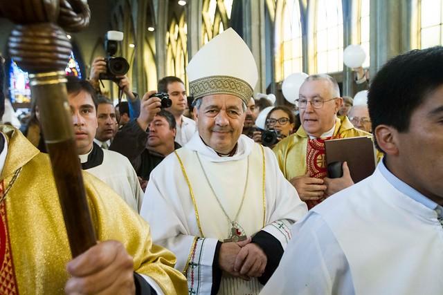 Corte Suprema envía exhorto al Vaticano por investigación a obispo Barros