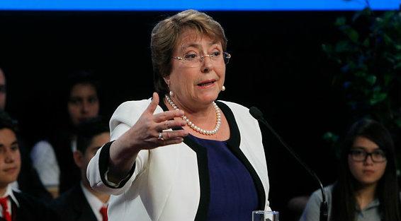 Siguen indefiniciones en materia de Gratuidad: Bachelet dice que proyecto ingresará al Congreso en diciembre pese a que Delpiano lo anunció para enero