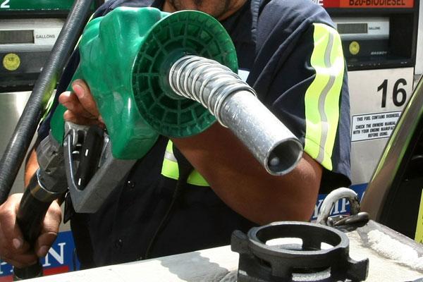 Se cumple vaticinio de Larraín: bencina podría seguir cayendo en próximas ocho semanas