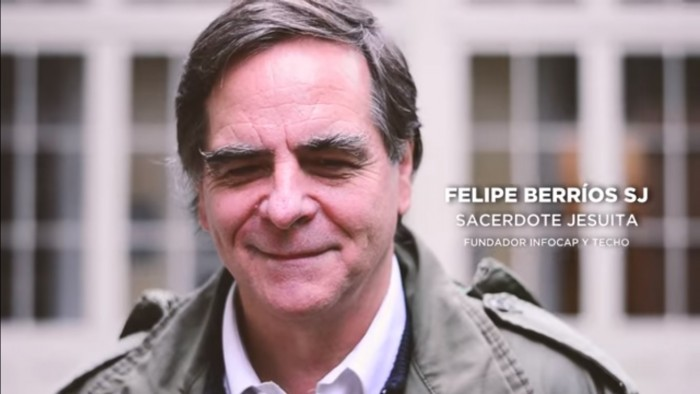 [Video] Cura Berríos apoya lista FEUC de izquierda y dice que