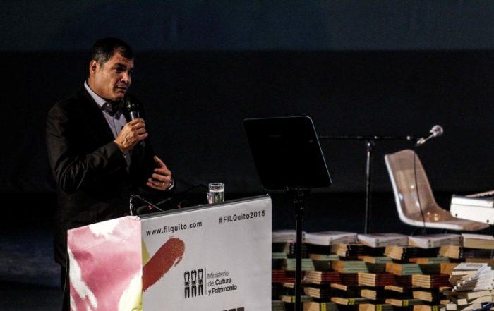 Rafael Correa elogia a Chile en inauguración de la Feria del Libro de Quito