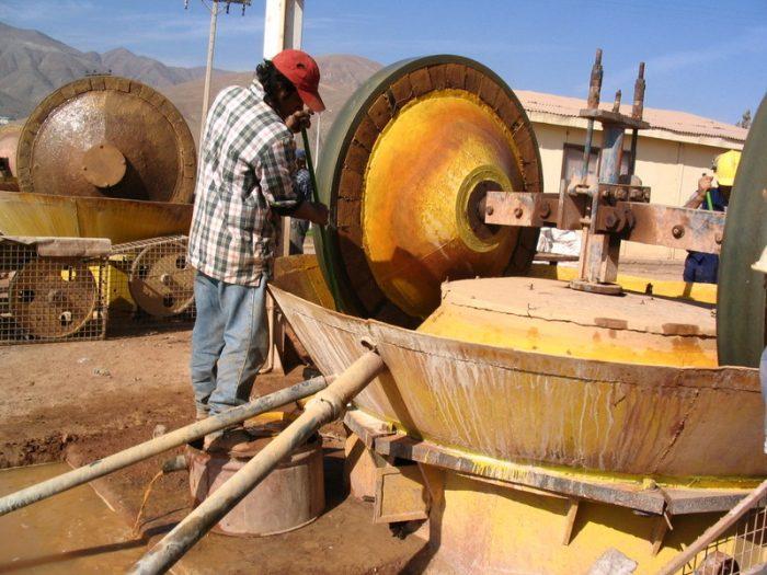 Caída del precio del cobre provoca  la salida de más de un centenar de pequeños mineros del mercado