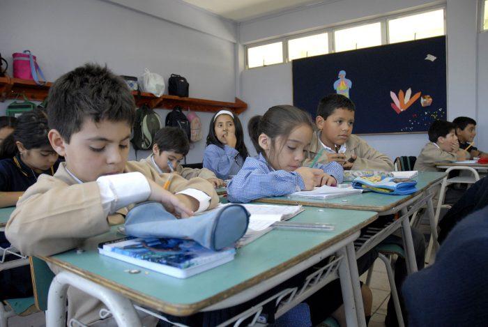 """Libro """"Nadie dijo que sería fácil"""" revela claves del éxito de escuelas de buen rendimiento en sectores de pobreza"""