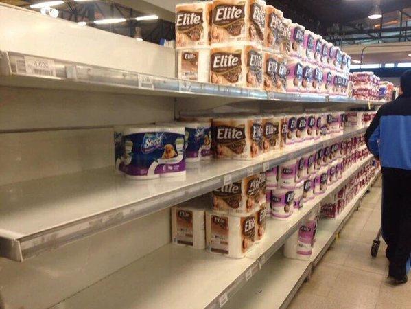 [Foto] Consumidores castigan a marcas de confort coludidas y dejan vacía góndola de la competencia