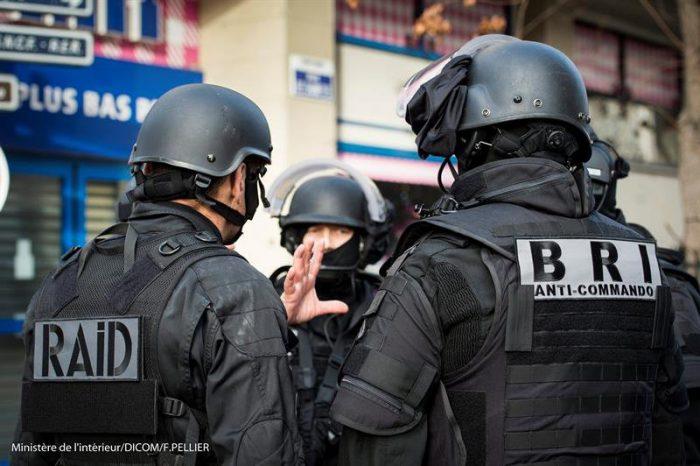 Encuentran al sur de París cinturón de explosivos como el de los atentados del 13 de noviembre