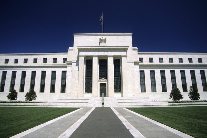 Economistas de la Fed de Nueva York: Retrasar aumento de tasas evitó una mayor recesión
