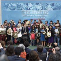 Bachelet entrega reconocimiento a los