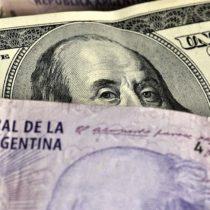 """""""Supercepo"""": por qué los últimos 3 gobiernos en Argentina aplicaron trabas al acceso de dólares (y qué nos dice sobre el deterioro de su economía)"""