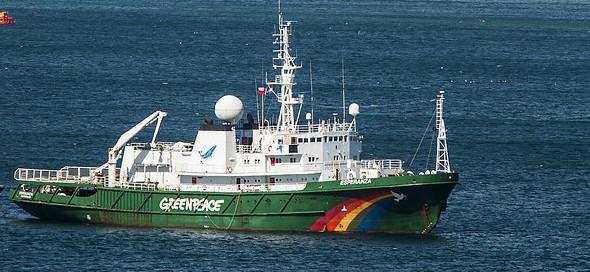 Buque Esperanza de Greenpeace rechaza en Isla Riesco tronaduras en faenas de carbón de la Mina Invierno