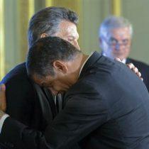 [Video] El tropiezo de Rafael Correa al saludar a Macri: