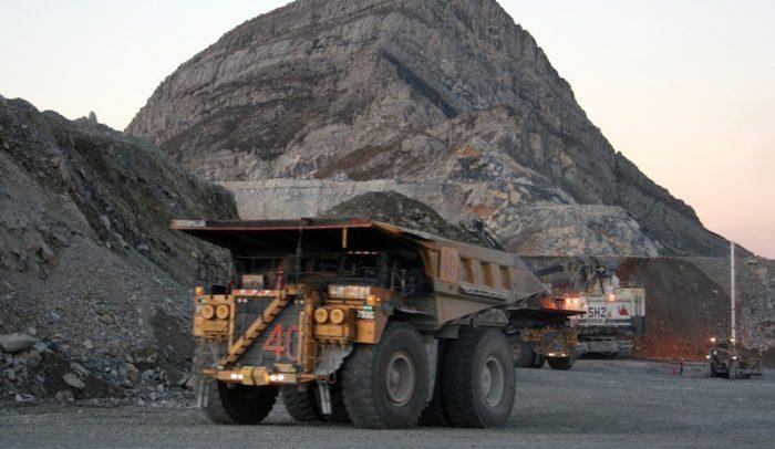 Mineras siguen empantanadas en deuda mientras los precios de los metales suben