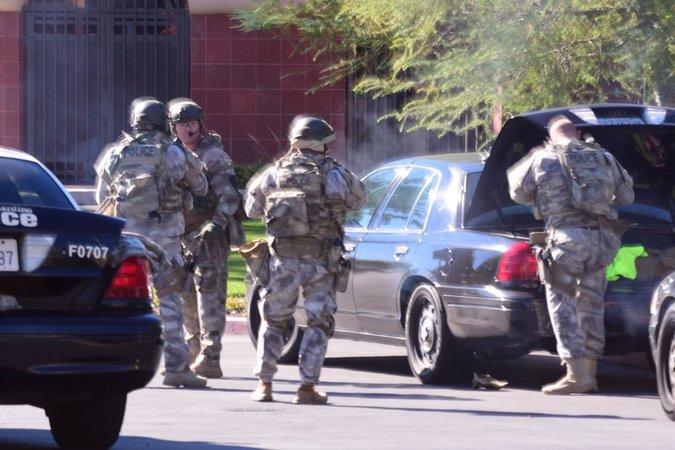 Policía de EE.UU. confirma 14 muertos en sangriento tiroteo en California y no descarta que se trate de un ataque terrorista