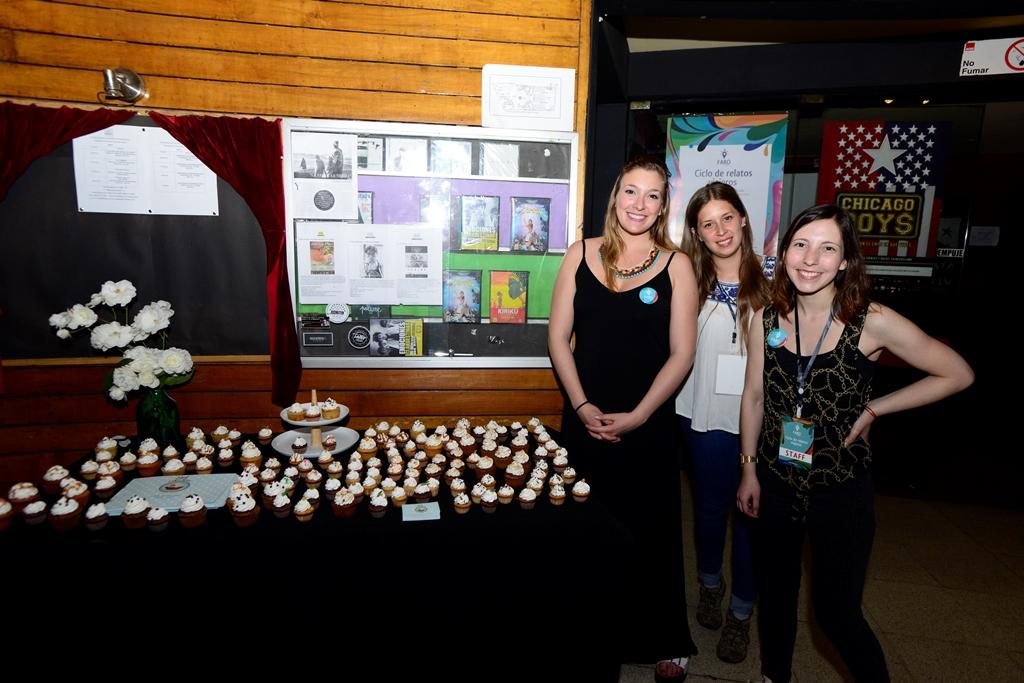 Alejandra Rodriguez, dueña de Alelí Cupcakes, junto a Cristina Gil, diseñadora de Faro, y Valeria Villalobos, periodista de Faro.