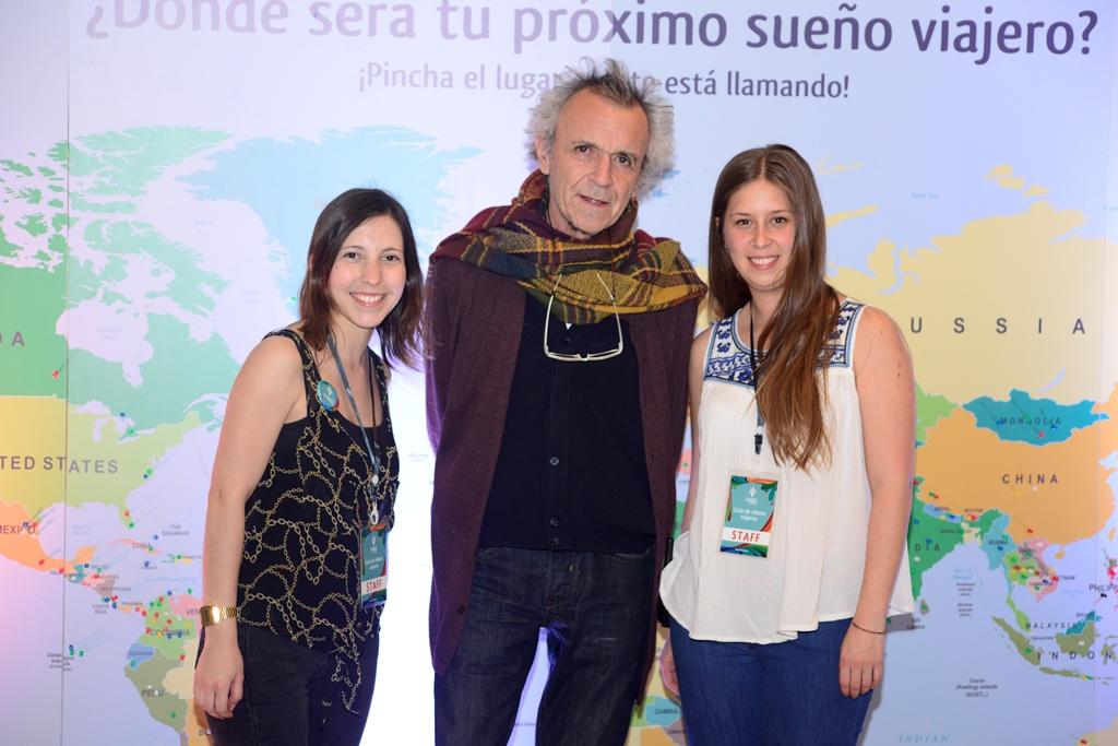 Valeria Villalobos y Cristina Gil, de Faro, junto a Alejandro Parra, director del Centro Arte Alameda.