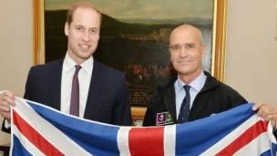 El príncipe William de Inglaterra expresó su tristeza por la pérdida de un hombre que consideraba un amigo y una inspiración.