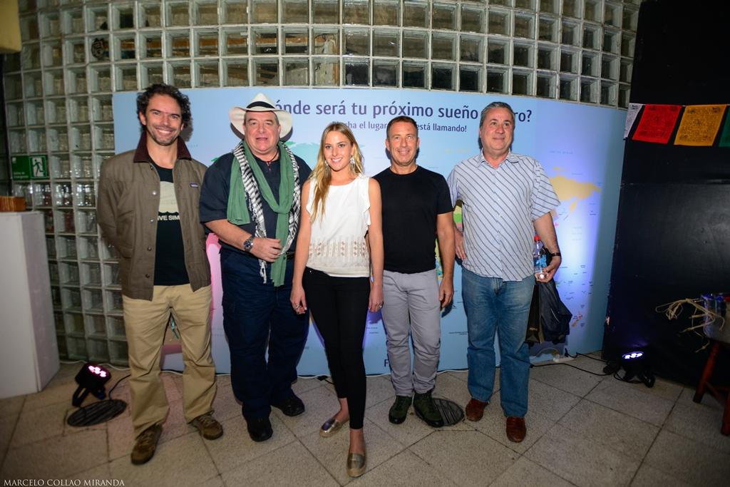 Los relatores, Felipe Howard, Emilio Scotto, Eugenio Cox y Jorge Sánchez, junto a la presentadora del Ciclo de Relatos Viajeros, Francisca Jorquera.