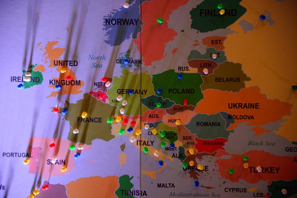 En el mapa viajero, los asistentes marcaron los lugares que les gustaría visitar.