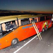 Seis muertos y 37 heridos deja como balance choque de bus y camión cerca de Pozo Almonte
