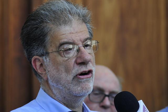Engel apuesta a que Piñera no resolverá conflicto negocios-política: