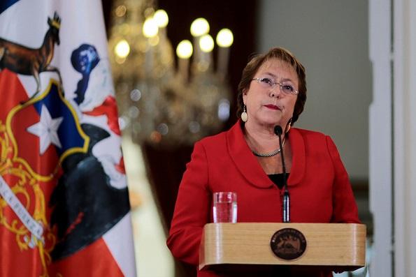 """Carlos Peña dice que por más emoción que expresara Bachelet no """"alcanzó a emitir el menor juicio crítico de su nuera"""""""