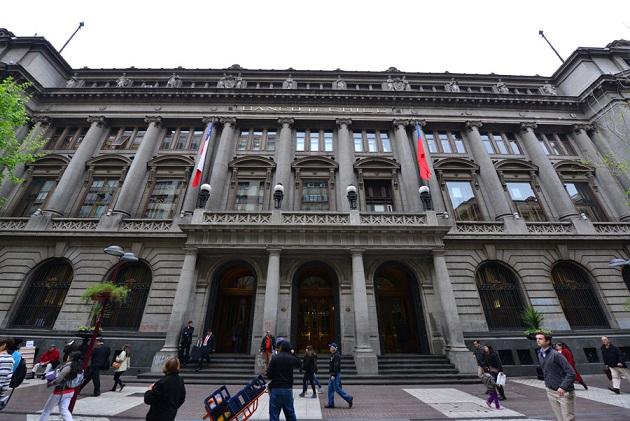 Bice rebaja recomendación de matriz de Banco de Chile a