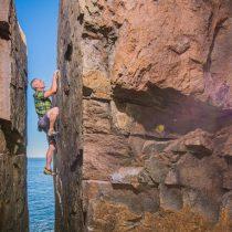 Realizan por primera vez en Chile un campeonato de escalada sobre agua