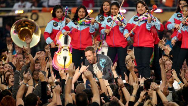 Y en el espectáculo también estuvo presente la orquesta juvenil de Los Ángeles, dirigida por el venezolano Gustavo Dudamel.