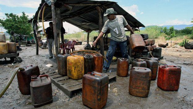 Vender gasolina venezolana en el exterior es uno de los negocios más rentables que hay.